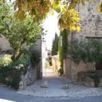 Una stradina nel villaggio di Lurs